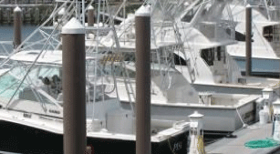 Image of a boat harbor made of fiberglass with sustainable FIBERGLASS COMPOSITE PILINGS